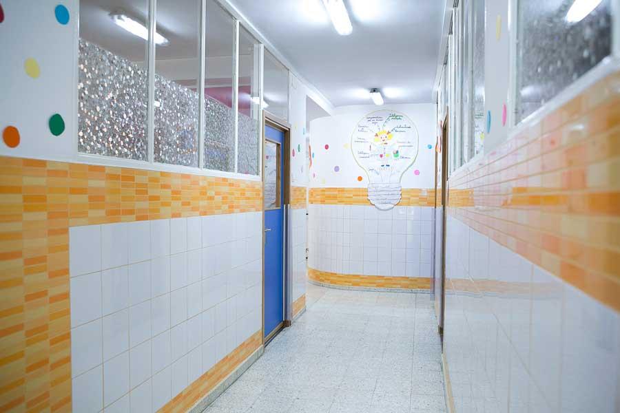 Instalaciones - Pasillo aulas Mater Inmaculata 2