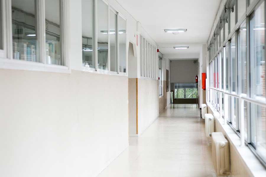 Instalaciones - Pasillo aulas Colegio Mater Inmaculata 1